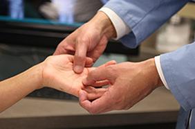 Гигрома на руке лечение